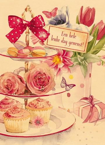 - houten-kaart-met-bloemen-en-cupcakes