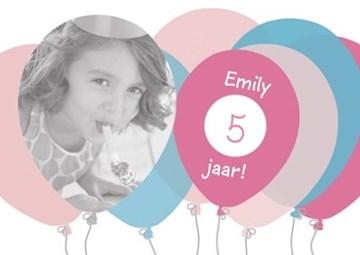 Verjaardagskaart kids - verjaardag-fotokaart-met-roze-en-blauwe-ballonnen