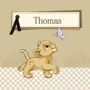 - Simba-met-een-vlinder