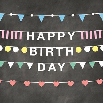 - happy-birthday-krijtbord-vlaggetjes