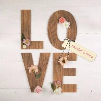 - huwelijks-kaart-met-het-duidelijke-en-alleszeggende-woord-love