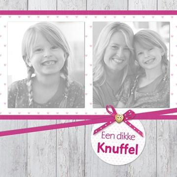 - fotokaart-hout-look-met-roze-een-dikke-knuffel