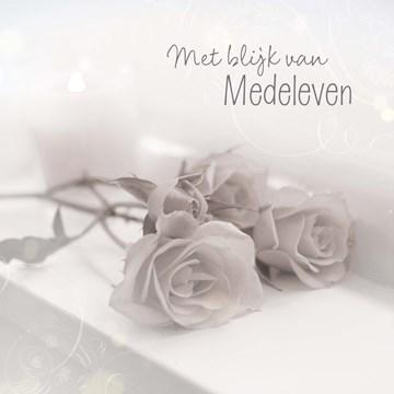 Condoleancekaart - rozen-met-blijk-van-medeleven