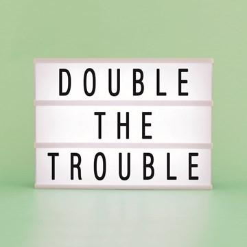 Geboortekaartje - letterbord-kaart-double-the-trouble