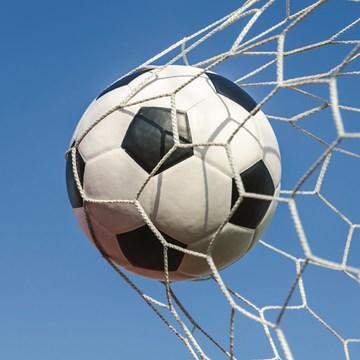 Verjaardagskaart tienerjongens - voetbal-in-het-net