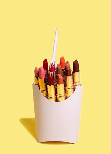 - Verjaardagskaart-hip-vrouw-patatzak-met-lipstick