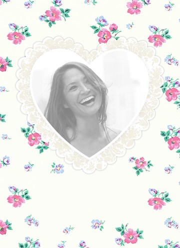 - fotokaart-staand-hart-met-bloemetjes-achtergrond