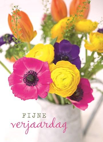 - een-hele-vaas-met-bloemen