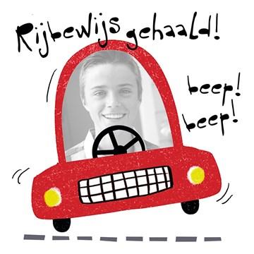 - fotokaart-rijbewijs-rode-auto