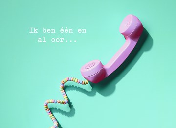 - Luisterend-oor-met-telefoon