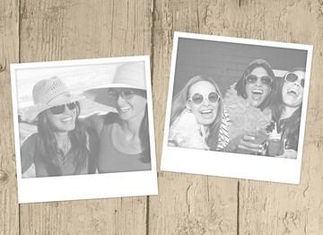- fotokaart-liggend-hout-twee-polaroid-fotoos
