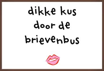 - Chocoladekaart-Beterschap-liefde-Dikke-kus-door-de-brievenbus