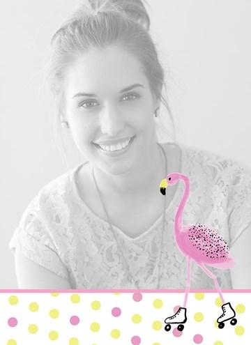 - fotokaart-staand-flamingo-op-rolschaatsen